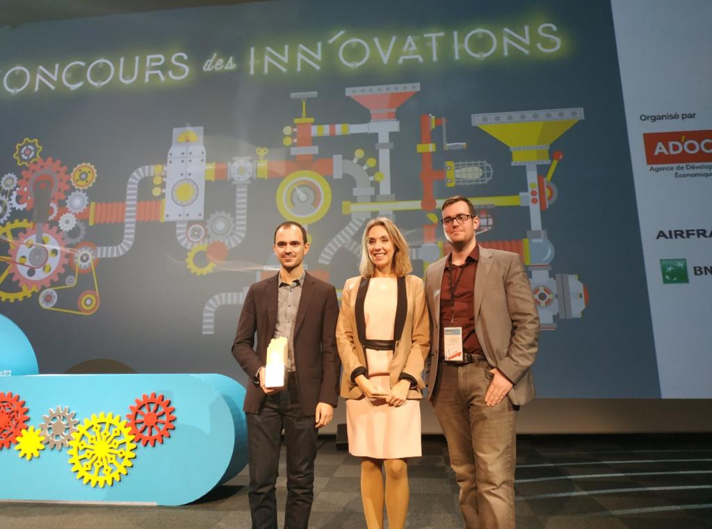 Norimat recevant son Grand Prix par Nadia Pellefigue lors des Inn'Ovations